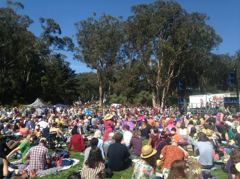 crowd picnicing